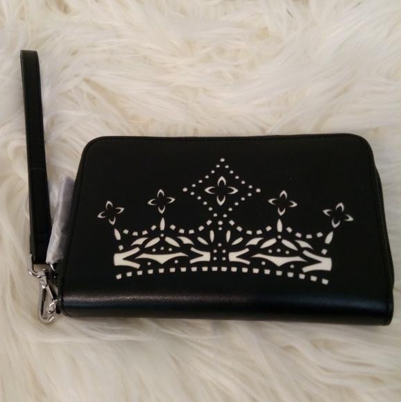 b17ac12f92b3 Wristlet wallet Vera Bradley crown